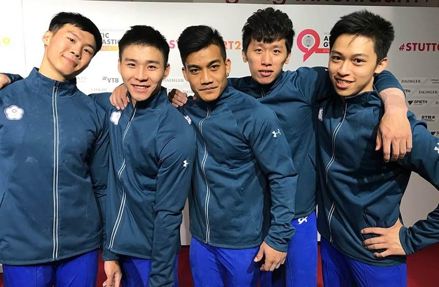 體操好手李智凱(右二)、唐嘉鴻(左一)領軍中華男子體操隊取得東奧成隊參賽資格。(資料照/取自世界體操總會官方推特,陳筱琳傳真)