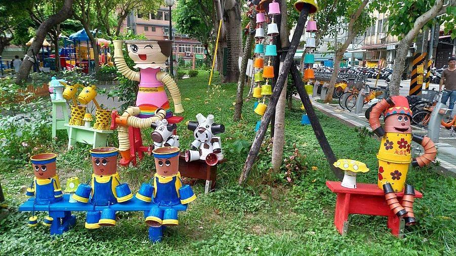 公園處處可見里民志工的巧思藝術品。(新北市景觀處提供)