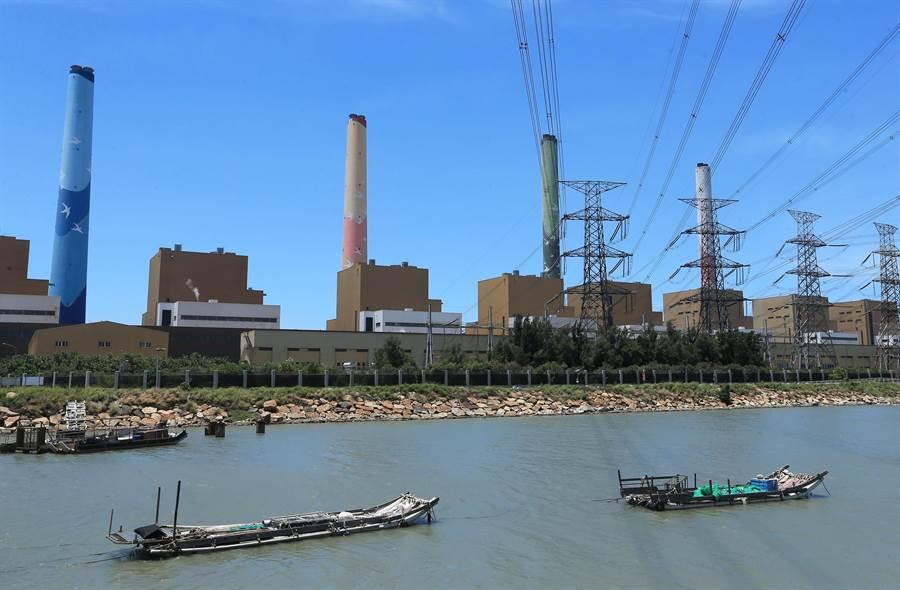 中火違規排放廢水「硼」超標,台中市府不排除針對5到8號機組勒令停工。(黃國峰攝)
