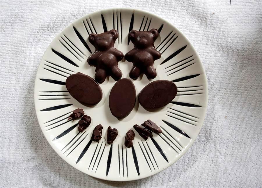 哥斯大黎加大學生物學家潘尼亞瓜3年前開始落實以昆蟲取代動物蛋白質的生活,他描述,吃昆蟲像是吃洋芋片。圖為巧克力口味的蟲蟲大餐。(圖/路透社)