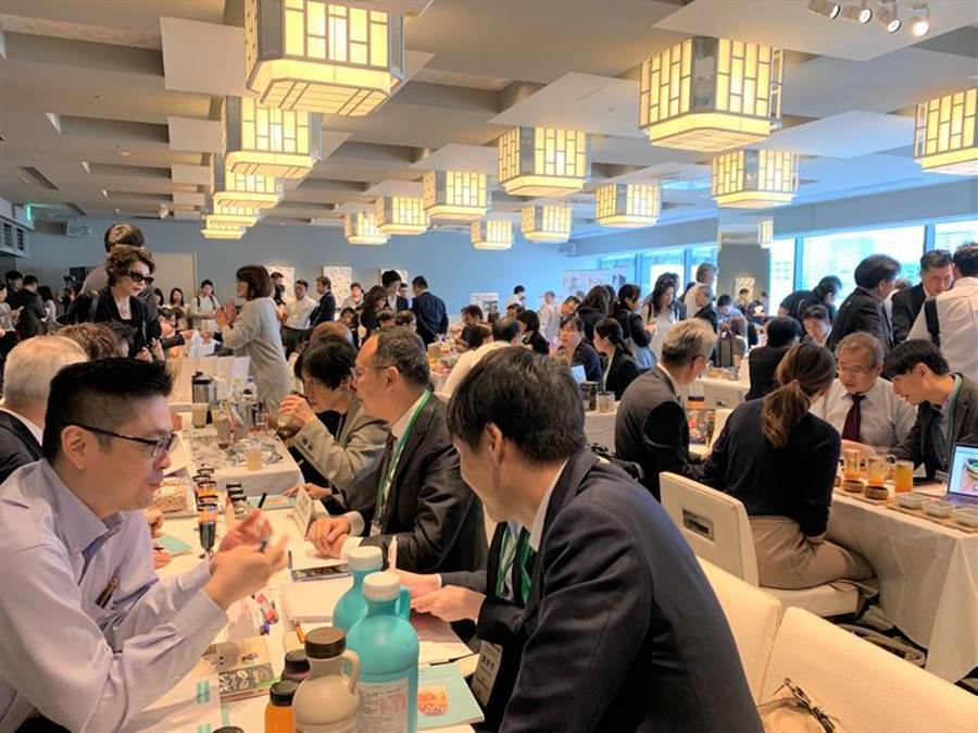 (外貿協會首度籌組珍珠奶茶團赴日拓銷,東京更是湧入超過250名日本買主到場洽談。圖/貿協提供)