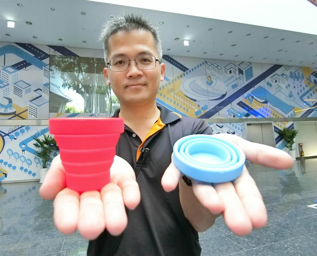 「2019第4屆台中城市半程馬拉松」發放摺疊水杯讓選手使用,鼓勵一杯到底,預計可省下10萬個紙杯。(盧金足攝)