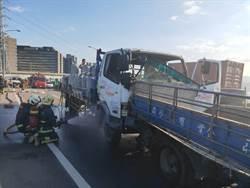 滿載瓦斯瓶貨車連環追撞 台65高架2線道暫封閉