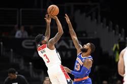 NBA》他拿球砸防守者 還覺得沒關係