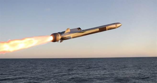 RGM-184是次音速飛彈,背上的是渦輪發動機進氣口。(圖/雷神公司)