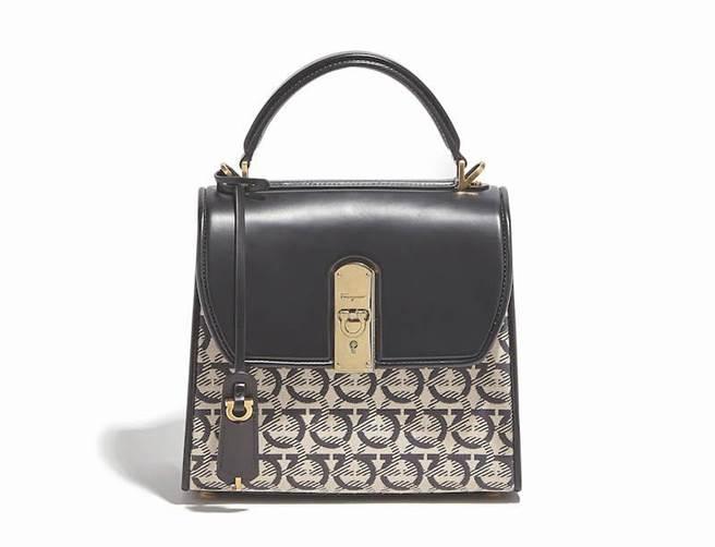 BOXYZ GANCINI Monogram米色與黑色牛皮提包中,7萬4900元。(Salvatore Ferragamo提供)