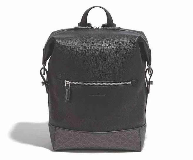 DYNAMO GANCINI黑色小牛皮後背包,7萬9900元。(Salvatore Ferragamo提供)