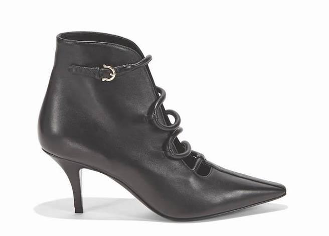 CICONIA黑色小牛皮踝靴,3萬7900元。(Salvatore Ferragamo提供)