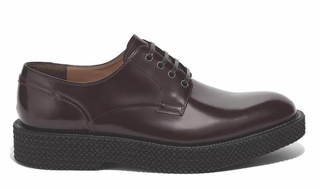 TUXEDO咖啡色牛皮皮鞋,2萬6900元。(Salvatore Ferragamo提供)