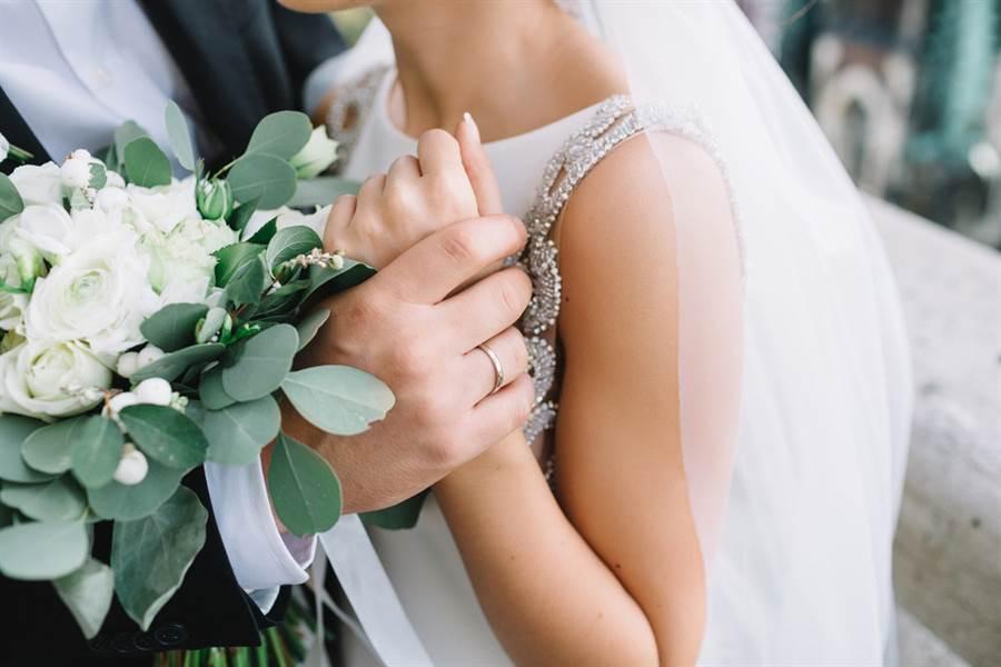 美國一名新郎,在婚禮前一天為籌婚禮費竟異想天開搶銀行,欲搶錢以支付戒指、婚禮費用。(圖/達志影像)