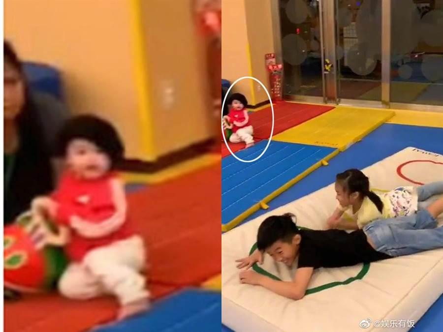 張柏芝小兒子正面照曝光。(圖/微博@娛樂有版)