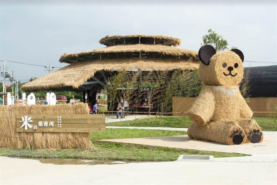 在米の集會所3公尺高的大熊。(圖/中時電子報攝)