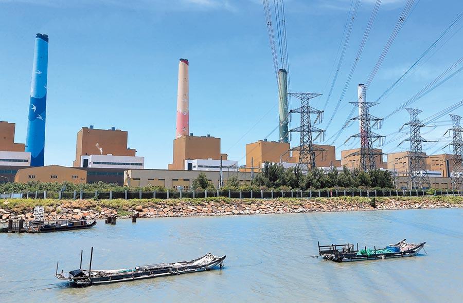 中火一年5次違排廢水「硼」超標24倍,台中市府撂重話,5號到8號機組不排除勒令停工。(黃國峰攝)