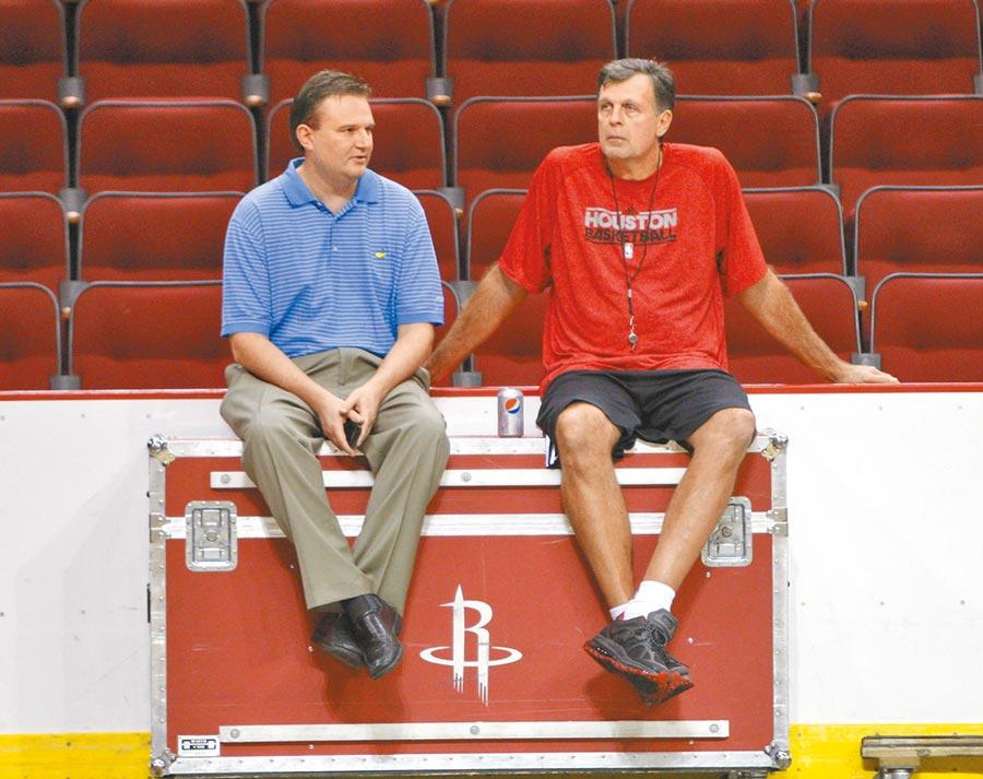 NBA休士頓火箭隊總經理莫雷(左)。(新華社資料照片)