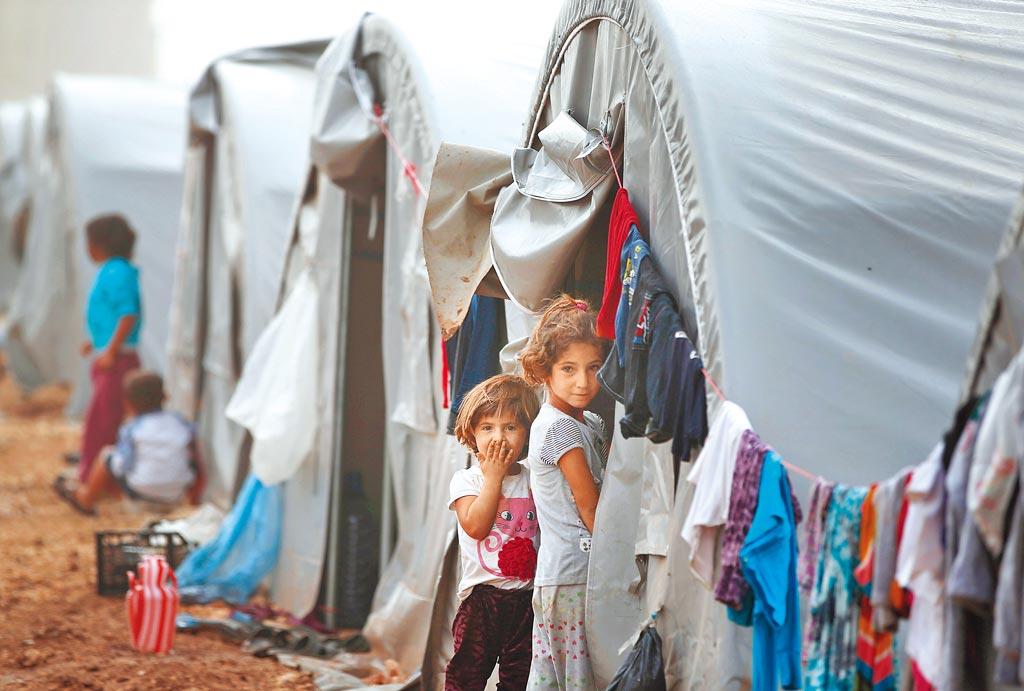 川普決定從敘利亞撤軍,形同拋棄長期反恐戰友庫德族。圖為庫德族難民營。(美聯社)