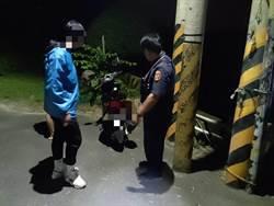 男子深夜返家車故障 呆站路邊遇警救援