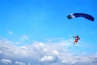 飛行救難員開傘失敗直摔2625英尺 遺體遭傘繩纏頸死相慘