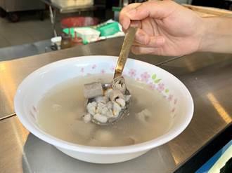 東海刈包大王靜宜店的四神湯  迎合年輕學子新口味