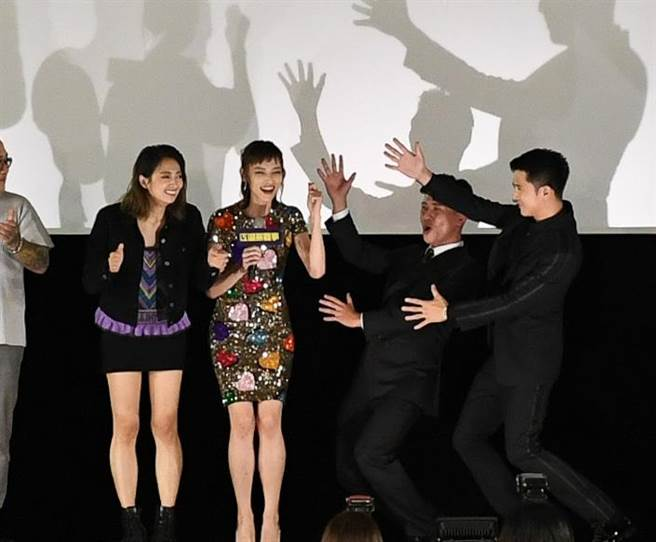 邱澤、黃迪揚、姚以緹和阿喜在片中都喜感全開。(華映提供)