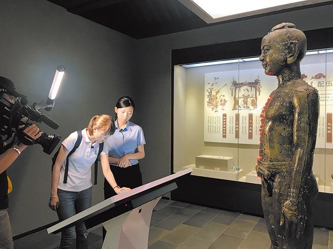 閩台中醫藥博物館內體現中醫藥博大精深及發展淵源。(周麗川攝)
