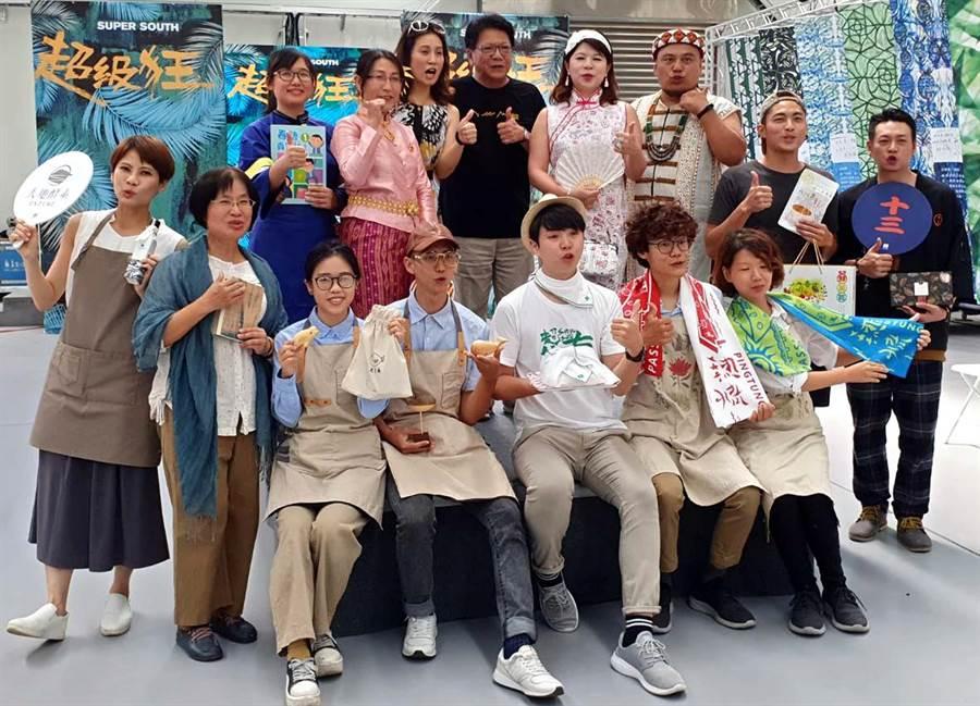 迎接國慶連假,台灣設計展主展區舉辦「我屏東.我主角」-職人、素人走秀,讓每個人都可以在設計的舞台上秀自己。(潘建志攝)