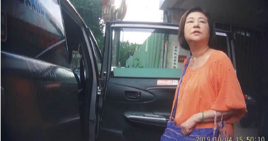 文香氣憤地說,老公文夏在馬偕住院時遭不肖看護「下毒」,她已正式報警提告。
