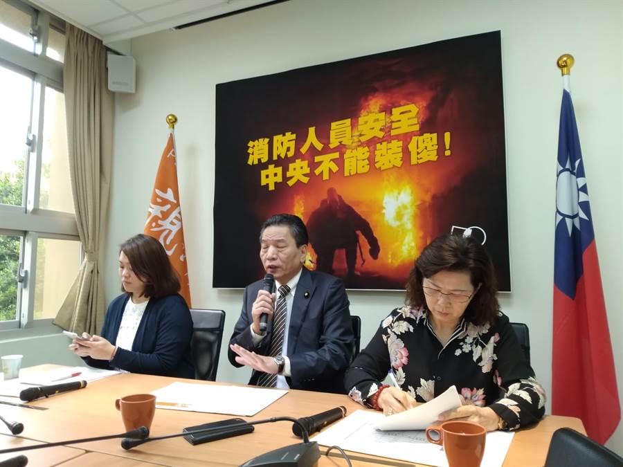 親民黨召開記者會畫面,圖中為李鴻鈞(記者季節攝)