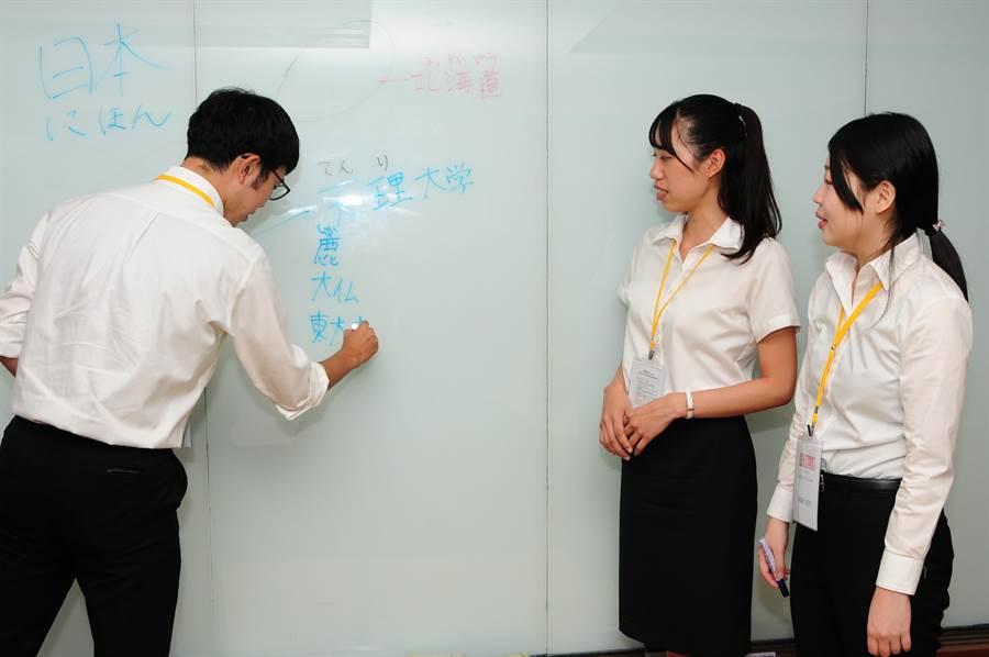 靜宜大學提供讓即將擔任教職的準老師,透過實際教學,增加實務經驗及授課實力。(陳世宗攝)