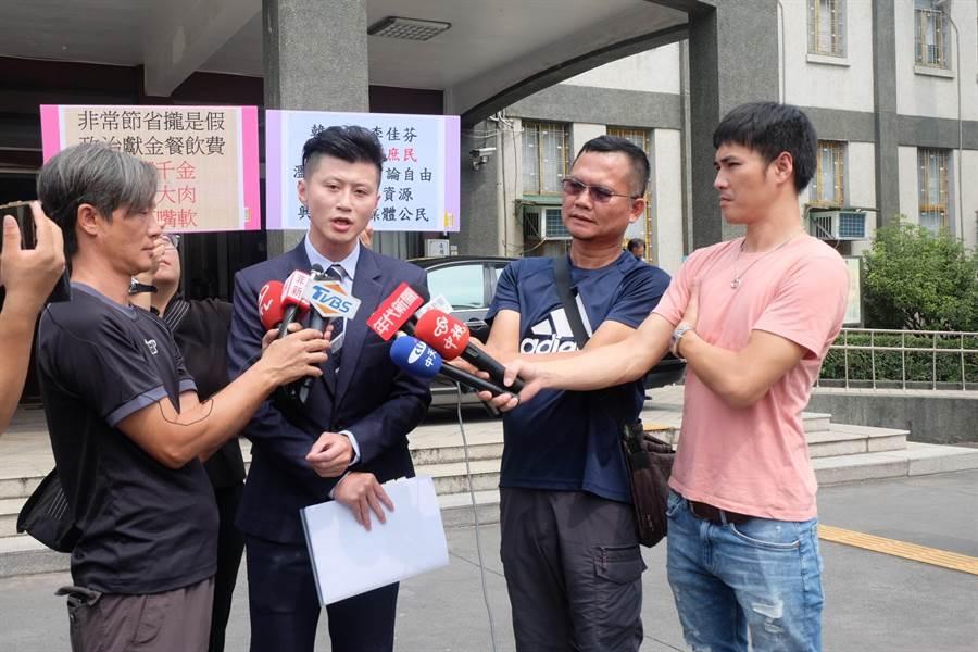 李佳芬委託律師郭廷羿(右三),再告安幼琪等媒體人。(張朝欣攝)