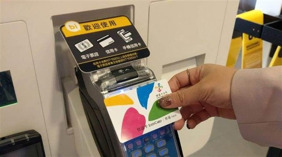 悠遊卡祭出優惠,民眾只要在10日至13日國慶連假期間綁定LINE,就有機會抽到66元加值金。(悠遊卡公司提供/張穎齊台北傳真)
