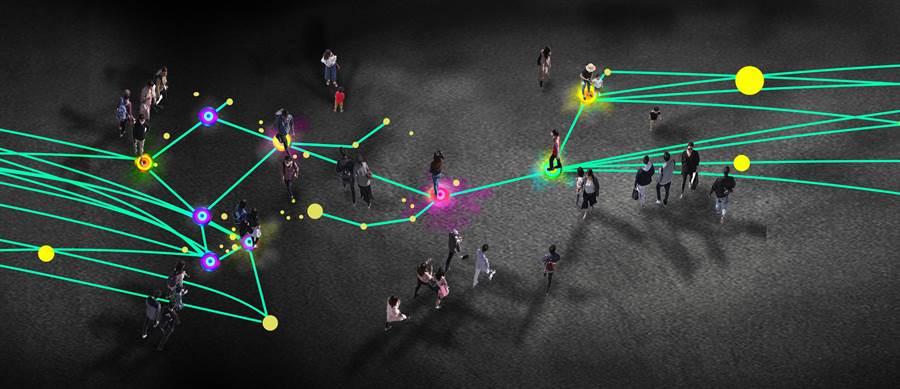 「印象 台中」以地上設計造型地燈,讓賞燈民眾來踩踏互動,增加全區互動性。.