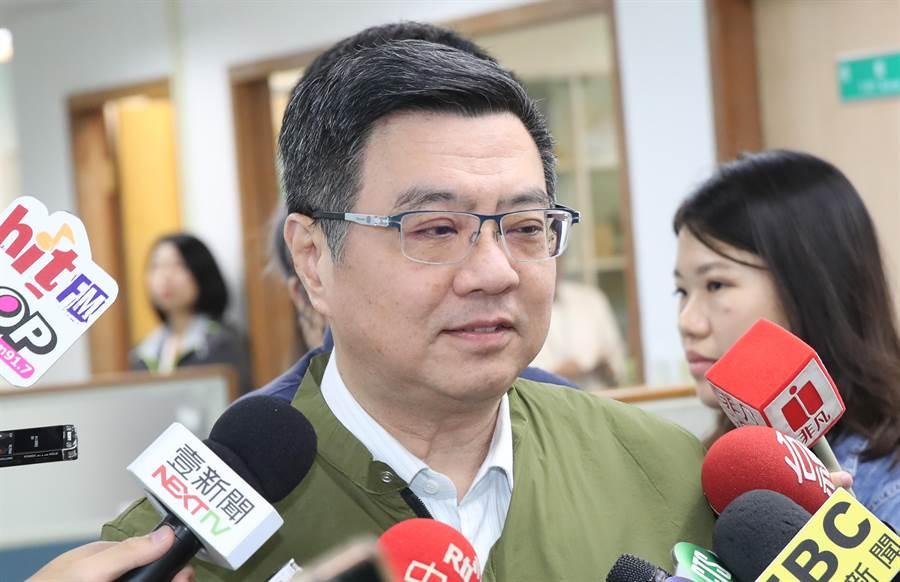 民進黨主席卓榮泰9日出席民進黨中常會前,回答媒體的問題。(鄭任南攝)