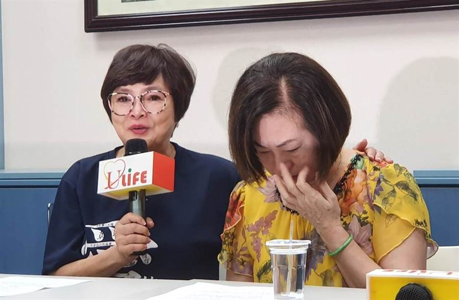 文香和紀寶如出面開記者會談文夏情況。(圖/游定剛、吳宥妤攝)