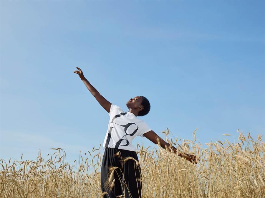 MICHAEL KORS 攜手 Lupita Nyong'o(露皮塔尼永奧)一起對抗全球饑餓問題。(圖片/品牌提供)