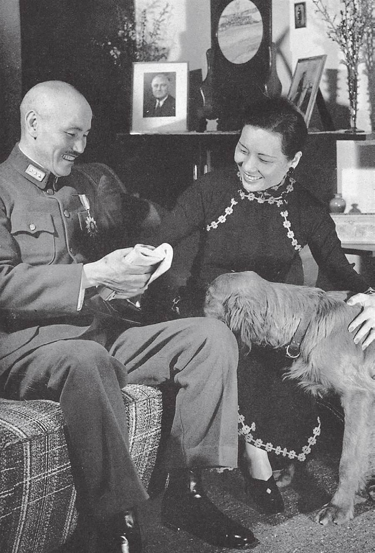 蔣宋素喜養狗,在重慶時養了好幾隻狗,圖為其中的金色獵犬(golden retriever)。(時報出版提供)