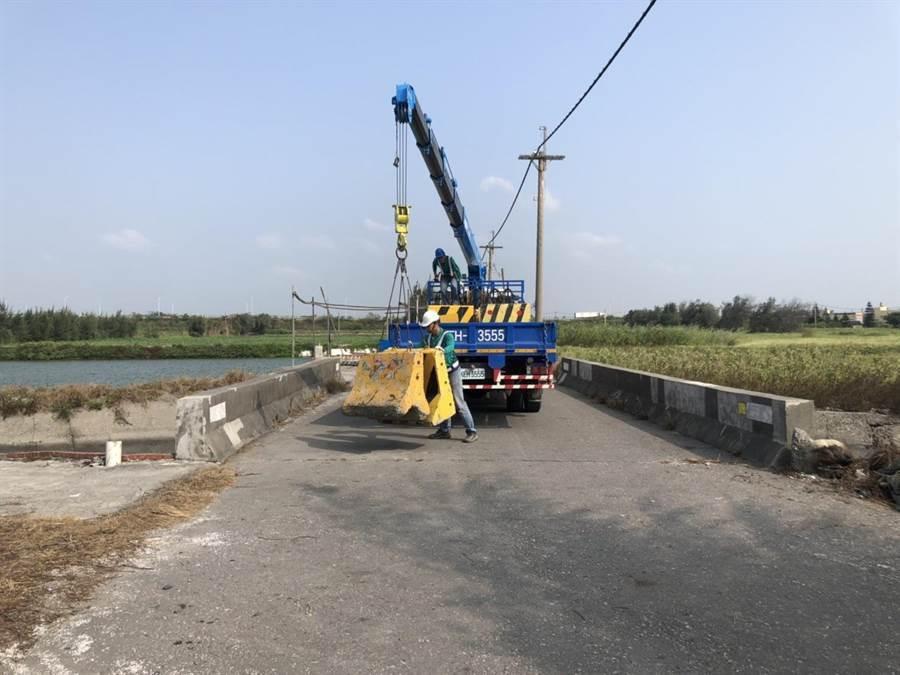 雲林縣有8條需要緊急派修橋樑因缺經費,9日緊急封閉,圖為口湖鄉林厝大排的橋樑。(雲林縣政府提供)