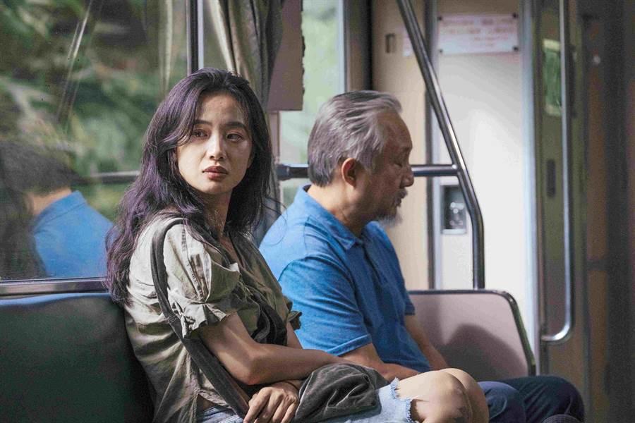 片中張曉雄(右)與李夢的父女際遇溫馨感人。(海鵬提供)