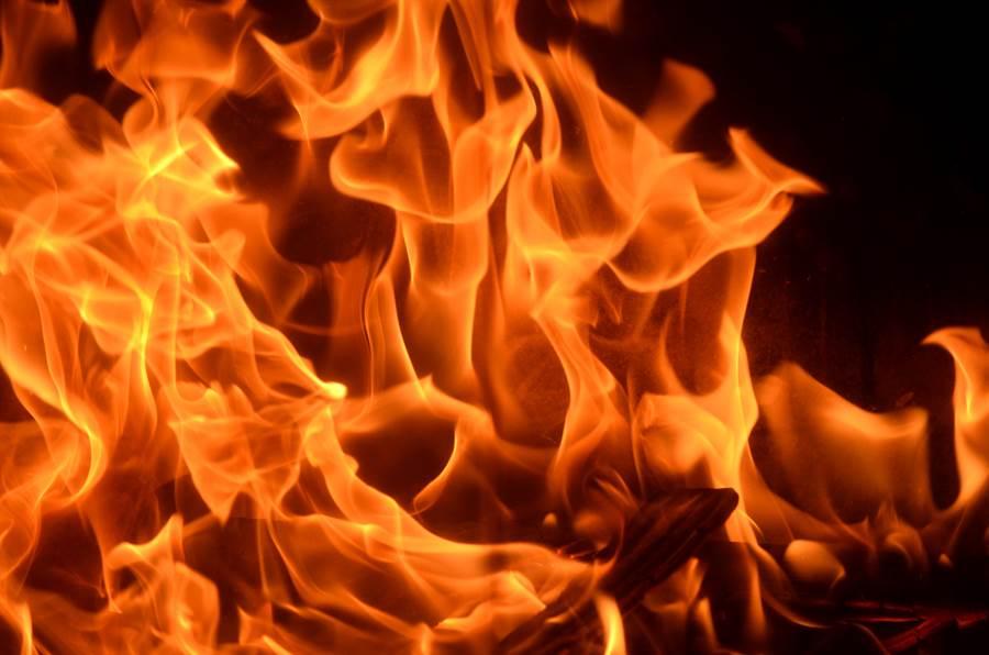 美國9歲兒童因縱火燒死5人遭重罪起訴,引發爭議。(示意圖,摘自shutterstock)