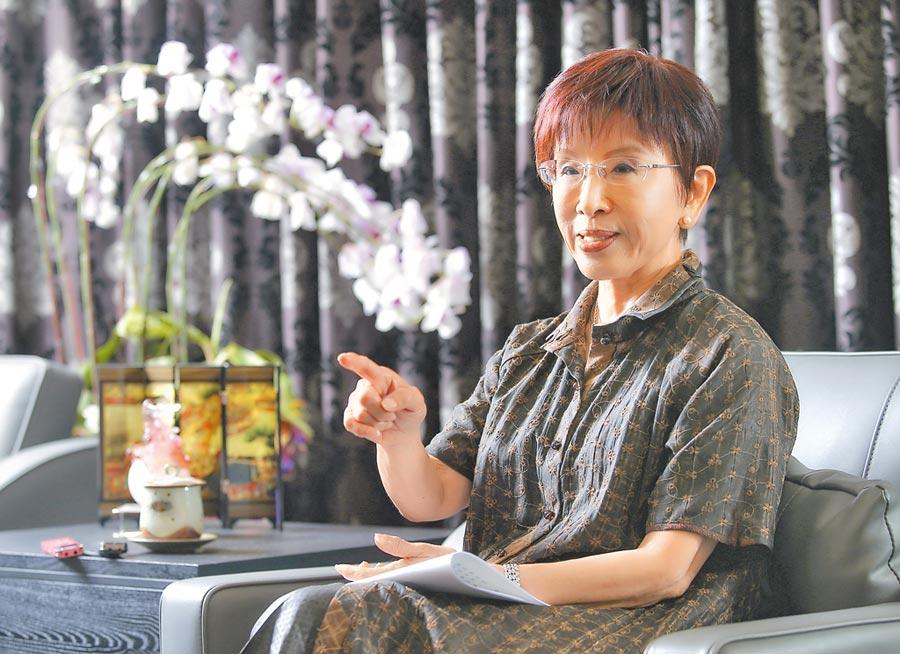 前國民黨主席洪秀柱8日接受本報專訪,說明為何願意角逐台南第6選區的立委和對未來政局的看法。(趙雙傑攝)