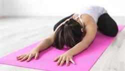 躺著做就行 有效舒緩腰痠幫助睡眠