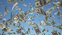 最狂演說!富豪現場撒錢讓觀眾發大財