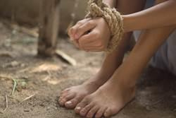 性虐毆打屍體綁樹 她遭12歲童殘殺