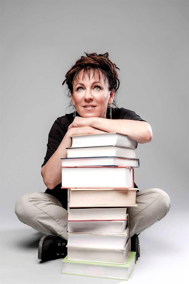 諾貝爾文學獎今年一次頒發兩年,2018年獎項頒給波蘭女作家奧爾嘉.朵卡萩(Olga Tokarczuk)。(路透)