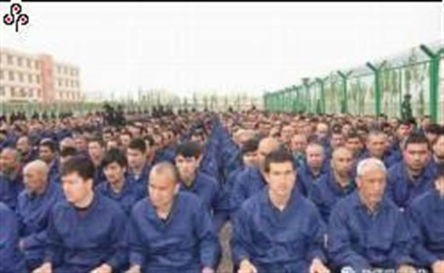 《人民日報》海外版「鐘聲」發表〈干涉中國內政註定不會得逞〉文章指摘美方以所謂人權問題制裁大陸地方政府機構和陸企。圖為2018年10月16日的新疆再教育營。(取自新疆司法廳微信公眾號/中央社)
