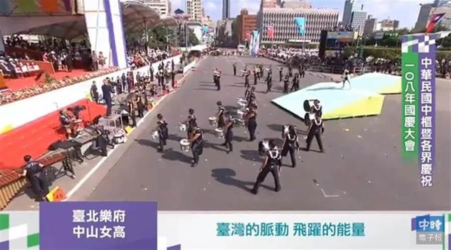 總統府前國慶表演。