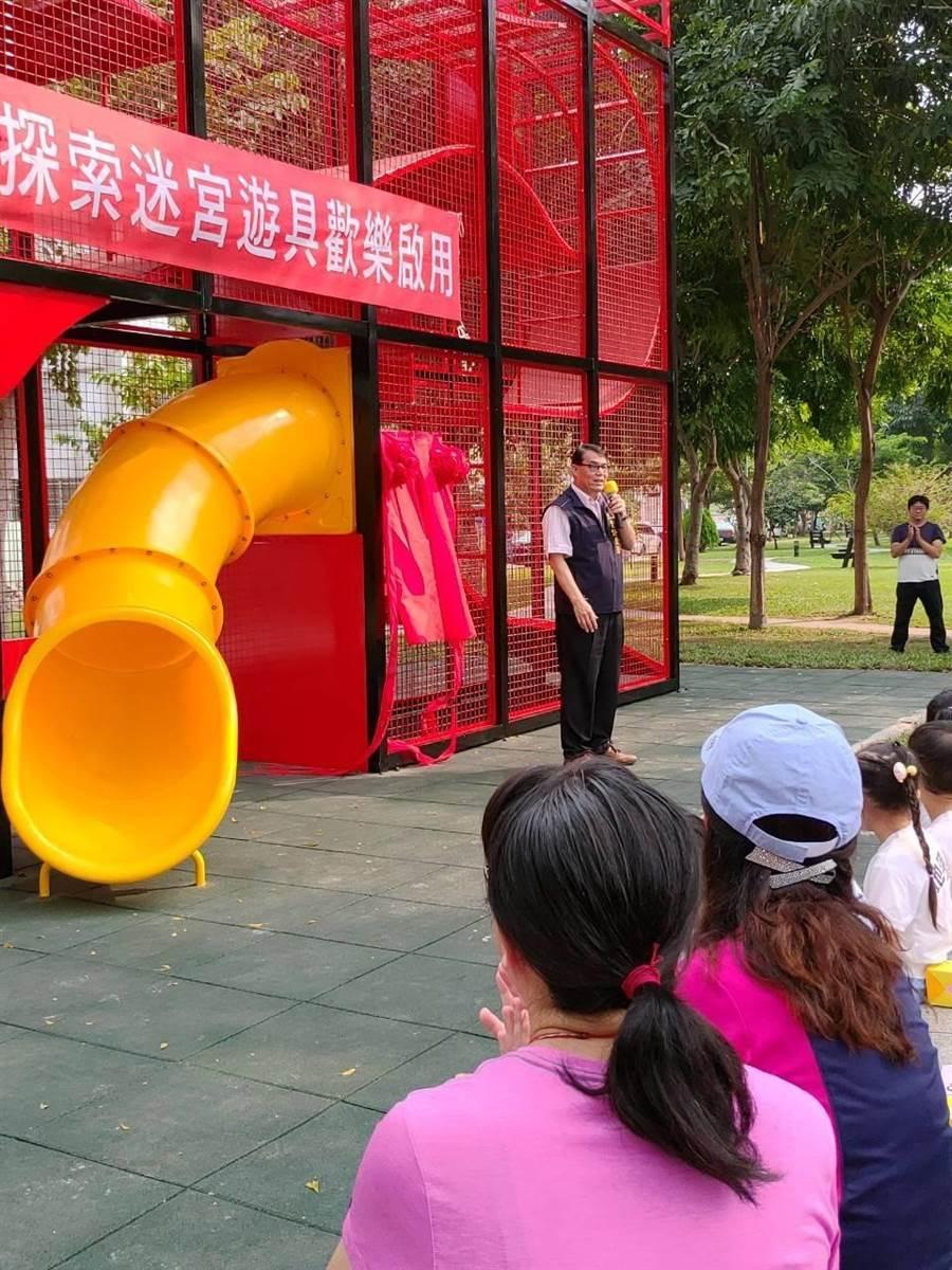 太平區長許貴芳主持「新福公園『探索迷宮』遊具歡樂啟用典禮」。(馮惠宜攝)