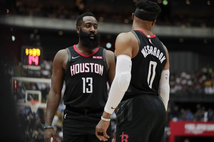 假如NBA薪資上限真的在2020-21年球季調降,衝擊最大球隊之一就是火箭。(美聯社)