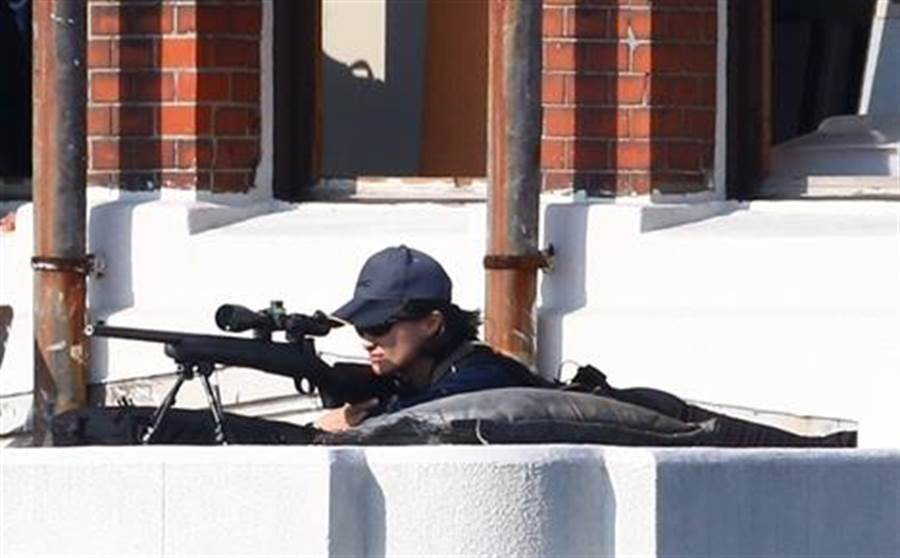 總統府國慶大會,維安升級、高點並有女狙擊手警戒。(圖/陳信翰攝)