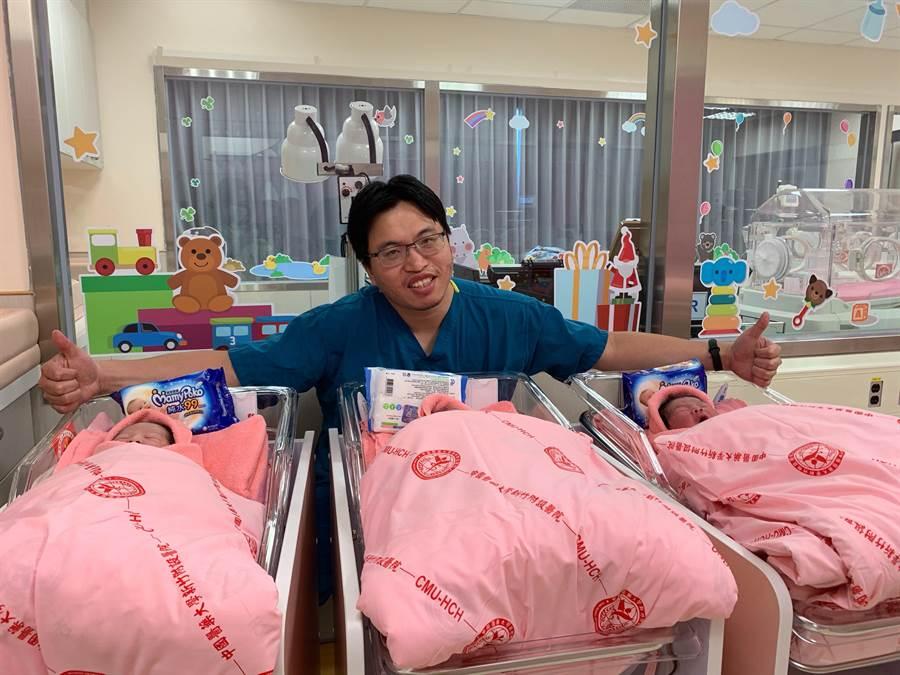 中國醫藥大學新竹附設醫院在國慶日這天截至中午有3位國慶男寶寶報到。(陳育賢攝)