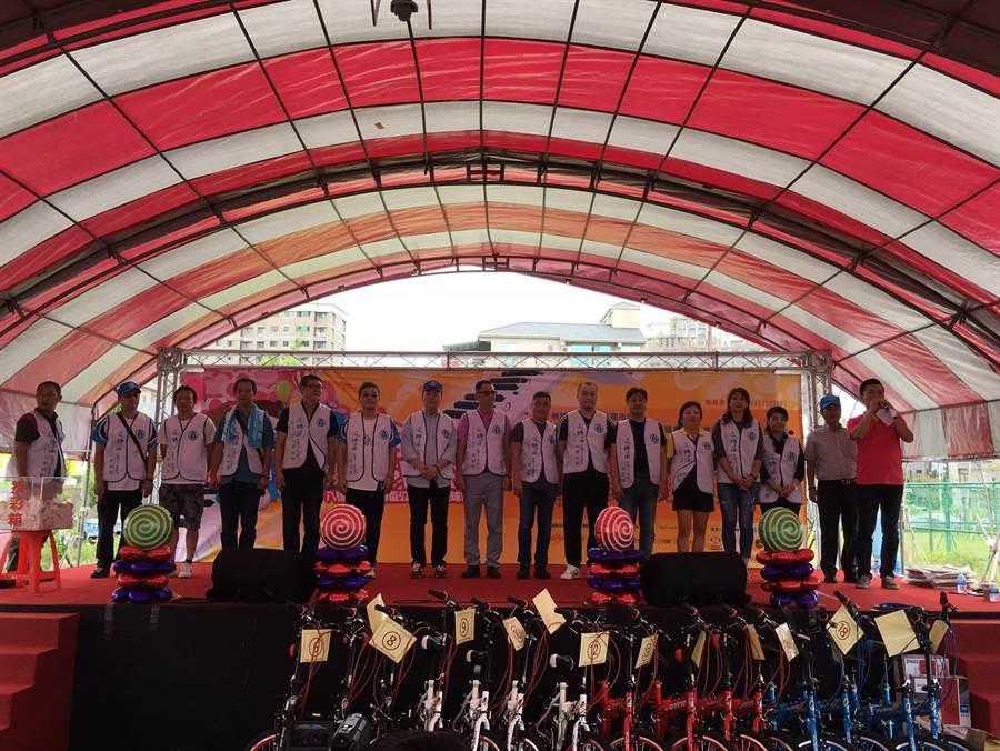 桃園市及時雨行善協會為了協助弱勢團體,連續3年舉辦園遊會。(協會提供/賴佑維桃園傳真)